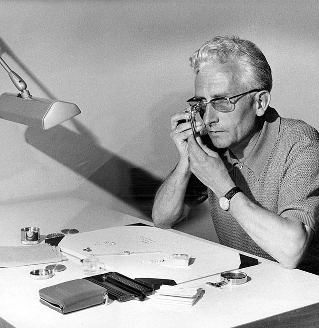 Altes Foto: Mann während seiner Arbeit